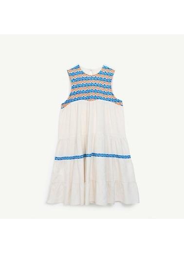 Yargıcı Nakışlı Elbise Beyaz